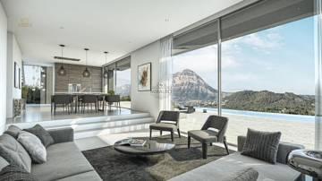Wohn- und Esszimmer mit Aussicht