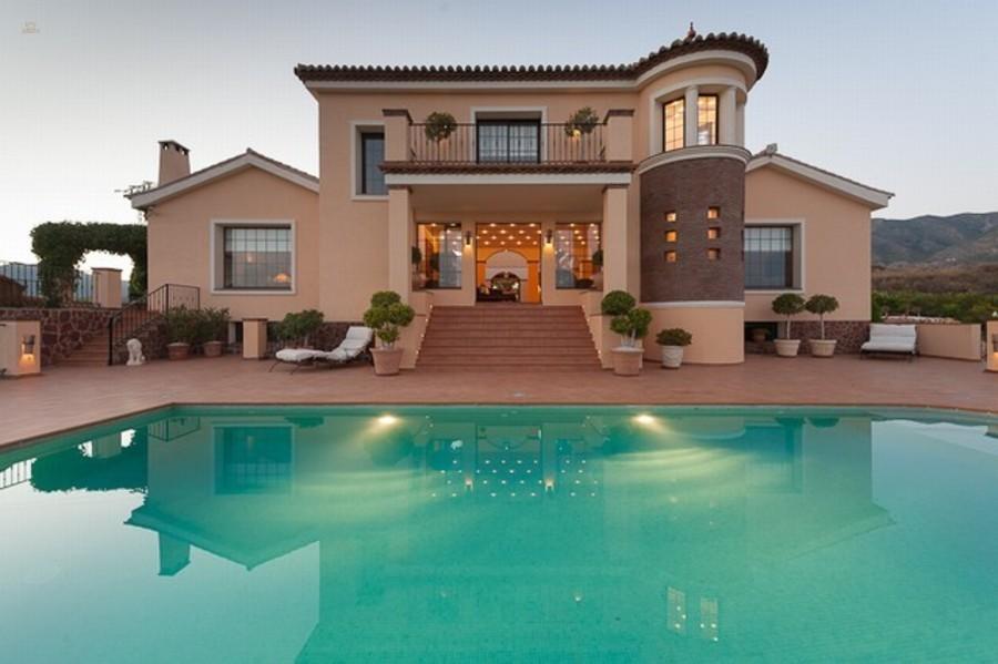 Купить небольшой дом на берегу моря в испании