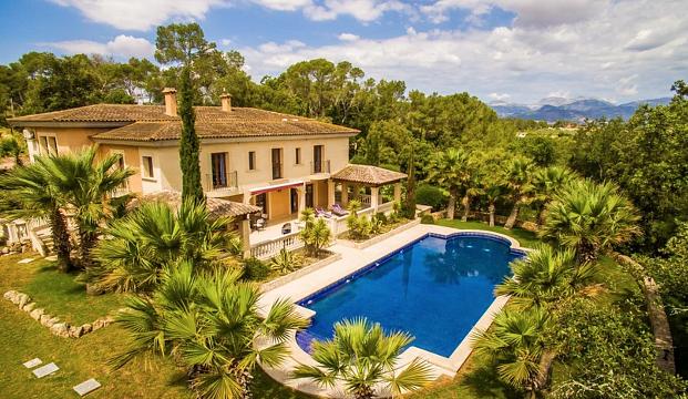Villa mit Pool & Garten