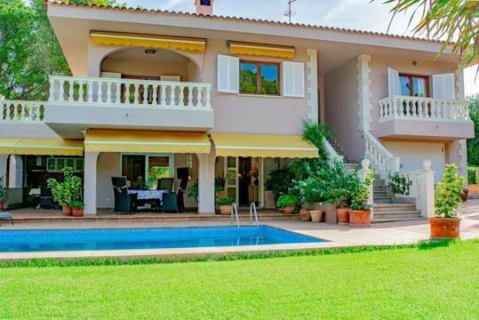 Luxuriöse Villa mit Pool