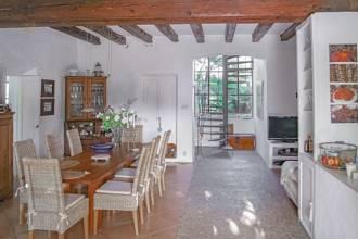 Aufenthaltsbereich mit Wohn-/Esszimmer und Küche