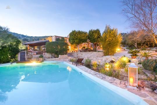 Idyllisches Ruhe-Domizil mit 2 SZ + separatem Studio mit Ferienvermietungslizenz, Garten und Pool
