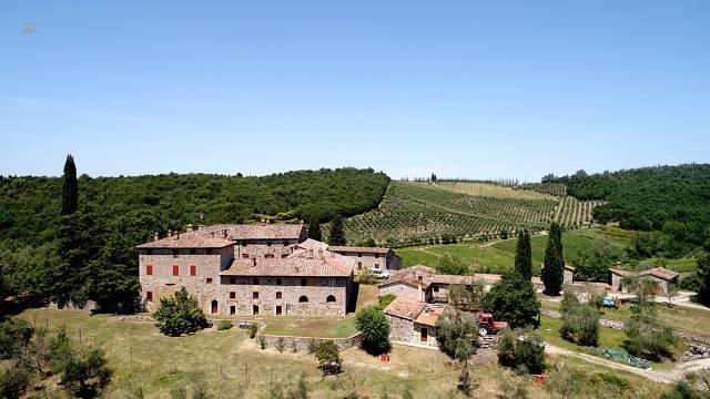 Charmantes Anwesen im Herzen des Chianti mit Agriturismobetrieb, Wein und Oliven