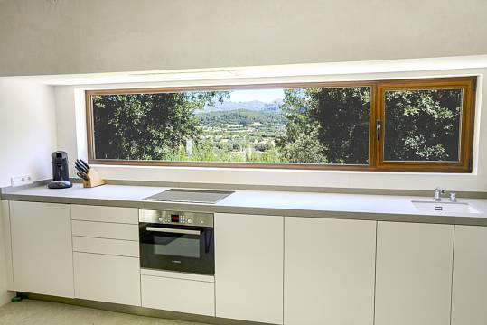 ...mit moderner Küche