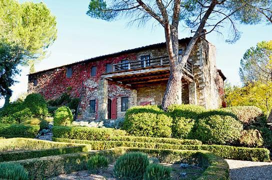 schöne Villa mit Dependance und schön angelegtem Garten