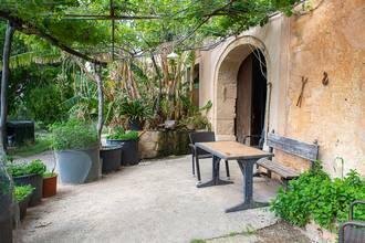 ...mit grünem Eingangsbereich