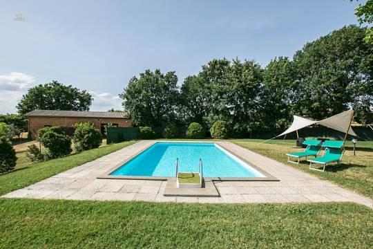 RIF 2927 Pool und Garten