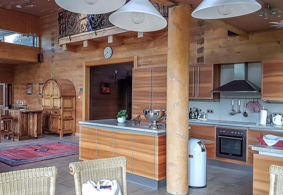Villa Ramholz: Eine Luxuriöse Blockhausvilla Im Toskana Stil