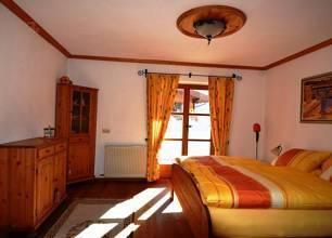 Schlafzimmer in der unteren Ebene