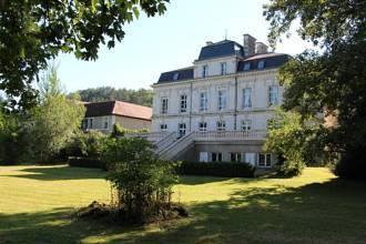 Das Château - Terrasse und Park