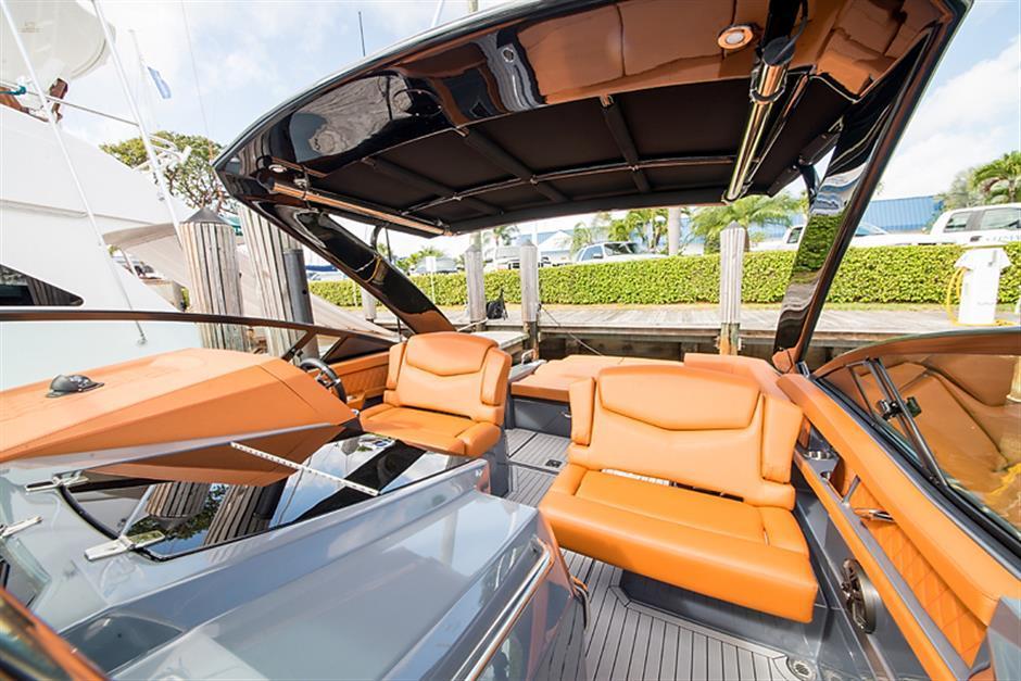 Herando - Cruisers Yachts 328/338 South Beach Edition First
